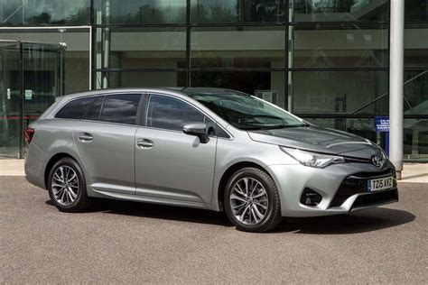 toyota avensis toyota avensis touring sports 2015 car review honest john