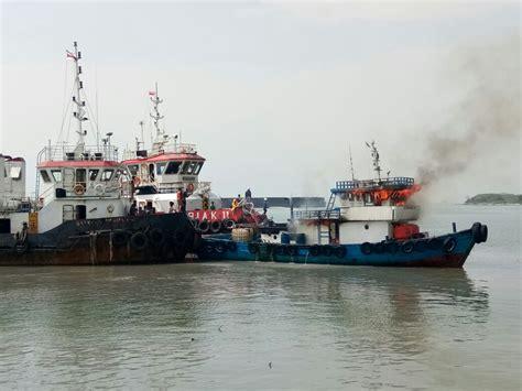 kapal tanker kopi bubuk 160g tugboat terbakar di perairan pulo ampel banten 2 kapal