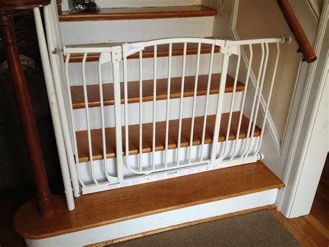 Child Gate For Stairs With Banister by Image Of The Best Baby Gate For Top Of Stairs Design That