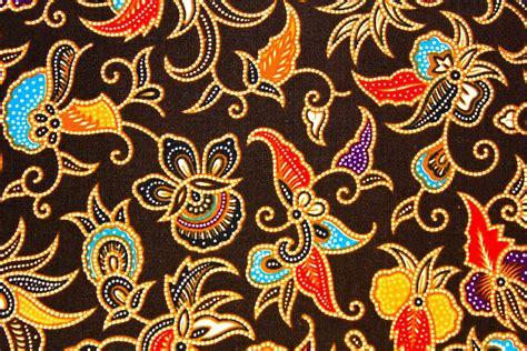 Kain Batik Print Modern Parang Bunga batik is painting on cloth indonesia crafts