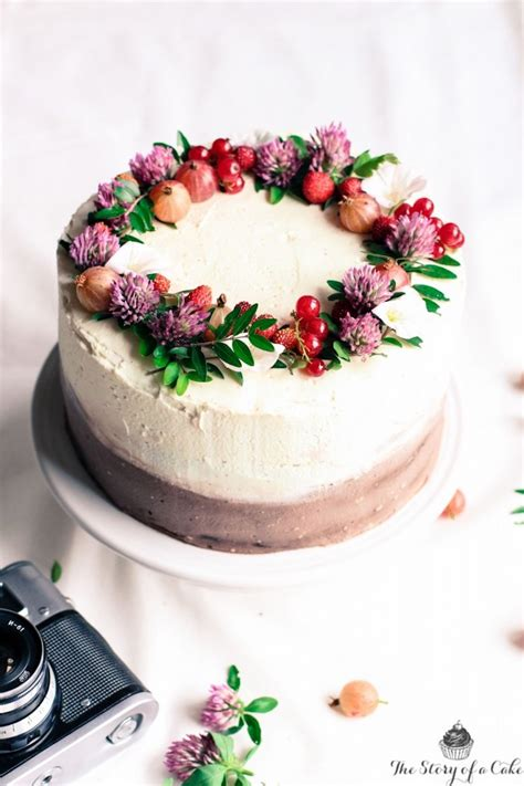 Layer Cake Tart 22 Inch edible flower cakes let you enjoy beautiful blooms in