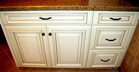 glaze on kitchen cabinets how to distress cabinets with glaze www redglobalmx org