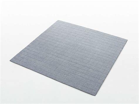 tappeto quadrato tappeto quadrato in feltro a motivi geometrici grid by