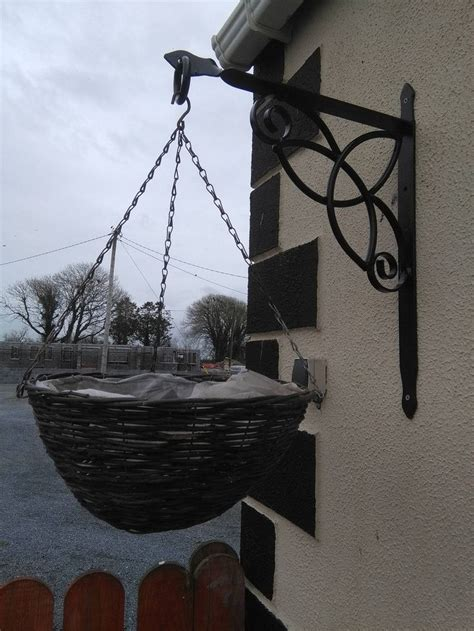Hanging Basket Brackets For L Posts by 25 Best Ideas About Hanging Basket Brackets On