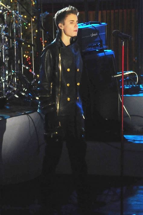 justin bieber picture 758 justin bieber performs for the