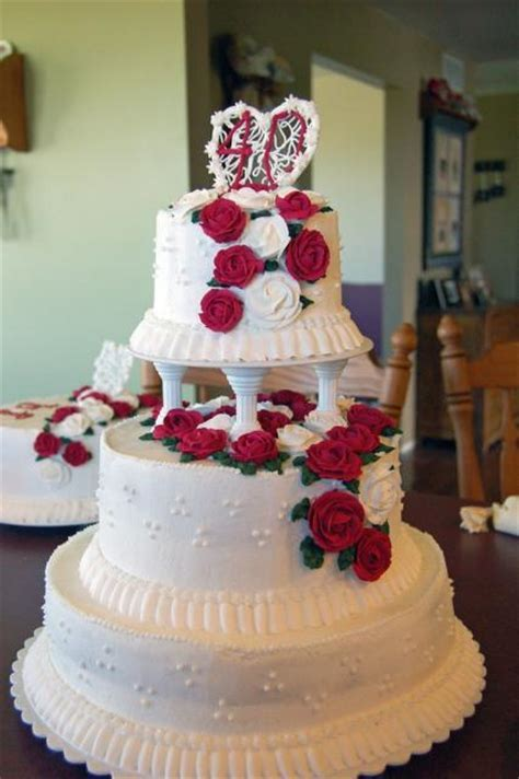 40th Anniversary Cake with red roses (3 comments) Hi