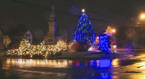 saugus center ma vigil and christmas lights