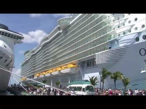biggest boat in the world tour tour of the world s most luxurious cruise ship the oasis