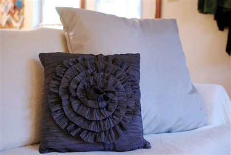 How To Sew Decorative Pillows by 30 Diy Decorative Pillow Tutorials