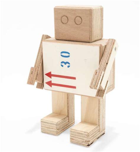 Wood Used To Make Paper - rijkswachters houten robotjes gemaakt de kisten