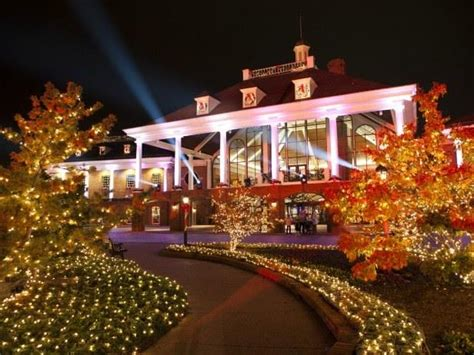 gaylord opryland lighting ceremony preparation for the holiday season begins in july at