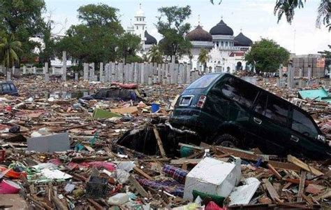 earthquake bali twitter expert warns of potential tsunami triggering earthquakes