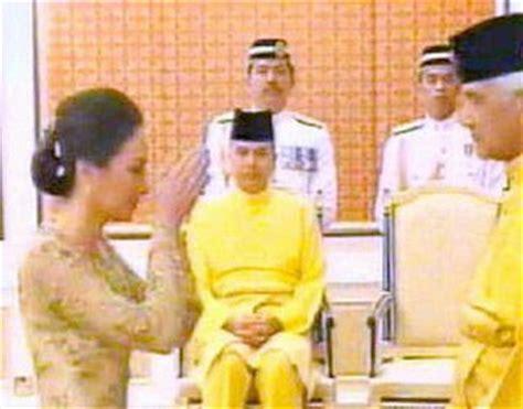 Bros Azaliah wrest and relax royal wedding of raja muda perak and zara salim davidson pictures and