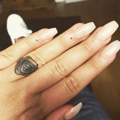 32 lovely tiny finger tattoos anyone would love ritely