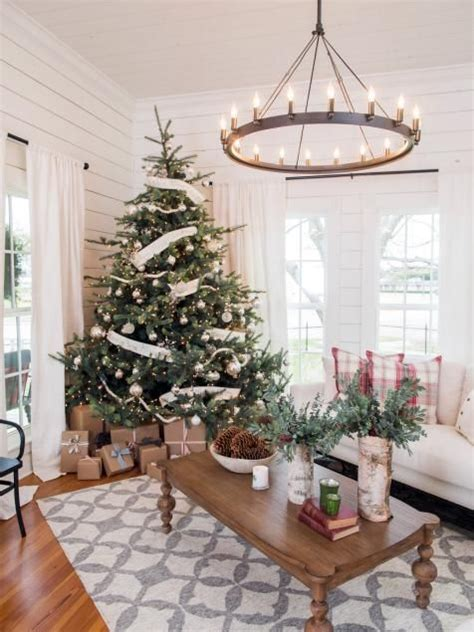 fixer upper magnolia house bed and breakfast fixer upper renovation and holiday decor at magnolia