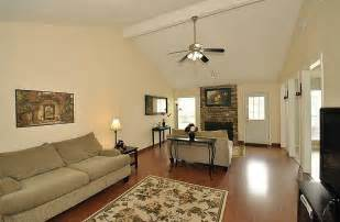 how to decor living room simple tips how to decorate a living room cheaply silo