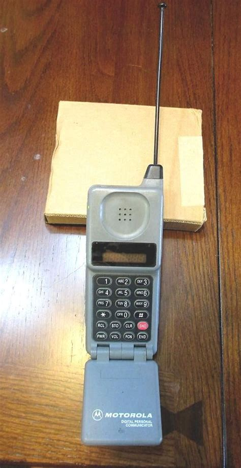 vintage 80s flip cell phone motorola model 67416 w antenna from 9 99 telefone