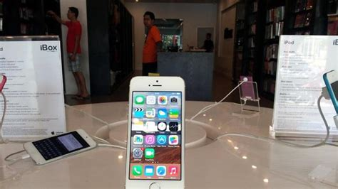 sebulan iphone  laris manis  ibox tengku umar tribun