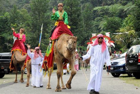Taman Safari Cisarua taman safari gelar parade hewan peringati hari kemerdekaan