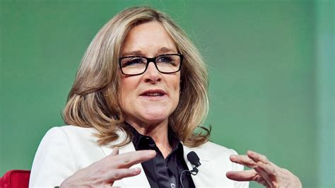 apple s new consumer experience chief angela ahrendts on