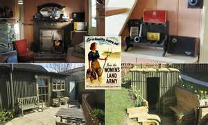 land girls wwii tin cabin vacation rental in england under the thatch somerset cottage is ww2 land girls