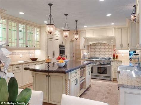 Divas Kitchens by Kitchen Banks S Beverly Mansion Lonny
