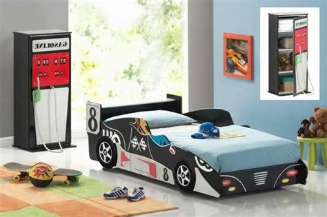 chambre voiture enfant le lit voiture pour la chambre de votre enfant