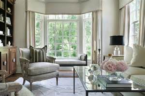 Bay Window In Living Room by Living Room Bay Window With Black Chaise Lounge Bench