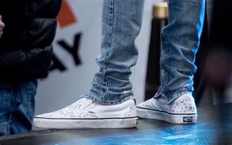 justin bieber shoes for amas 2015 justin bieber closes show in vans photos