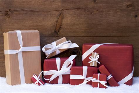 selecting the perfect gift for the office holiday party