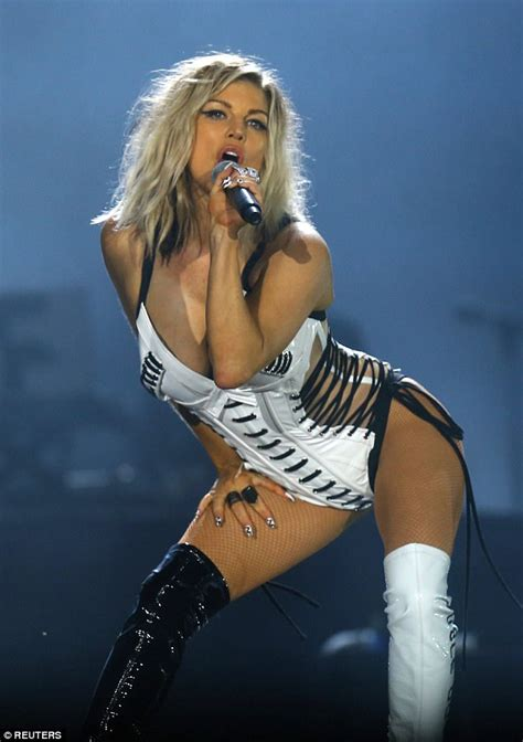 Fergie Looks Like Real Live by Single Looks On Fergie Is Sexier Than In