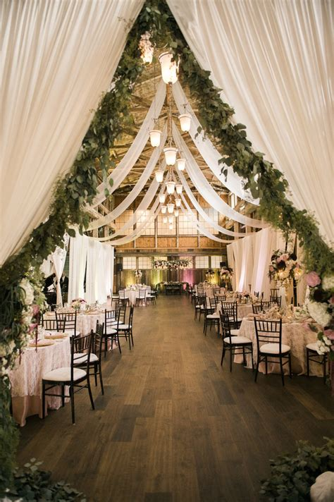 Wedding Decoration Ideas by 25 Sweet And Rustic Barn Wedding Decoration Ideas