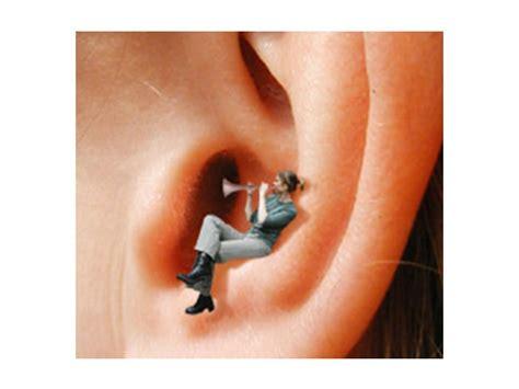 ronzio in testa cause cosa causa il fischio all orecchio rumore traumi