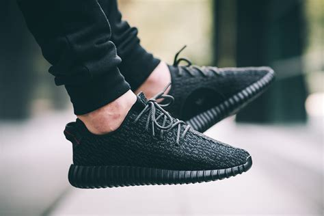 Sepatu Izzy adidas yeezy 350 boost pirate black restock sneaker bar