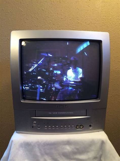 toshiba mv13p2 tv vcr combo vhs color television 13 quot crt no remote toshiba vintage
