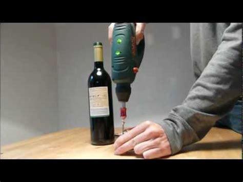 öffnen Einer Weinflasche by Weinflasche 246 Ffnen Ohne Korkenzieher How To Open A Wine