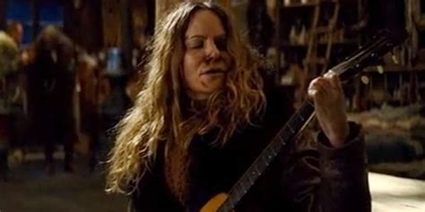 jennifer jason leigh play guitar the hateful eight destroyed a priceless artifact and a