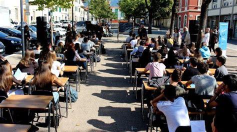 cr firenze sesto fiorentino incursioni liriche urbane flash mob scolastico in