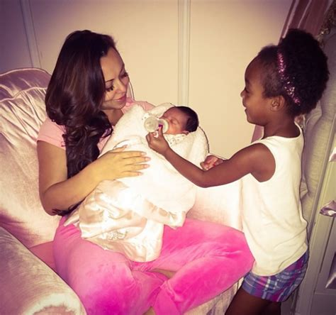 vanessa simmons baby 2015 vanessa simmons debuts her baby bump nelly visits andy