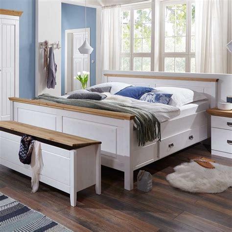 schlafzimmer landhausstil schlafzimmer einrichtung lameira im landhausstil wohnen de