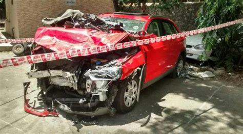 mumbai car crash two dead four injured in fatal road in mumbai
