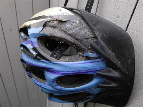 Motorradhelm Unfall by File Amazor Helmet After Crash Closer View Jpg