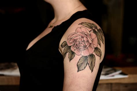 rose shoulder tattoos tumblr kirsten holliday inking gardens on skin tattoodo