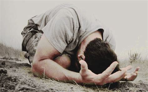 imagenes de hombres orando de rodillas los compromisos para hombres orar en todo momento 161 para