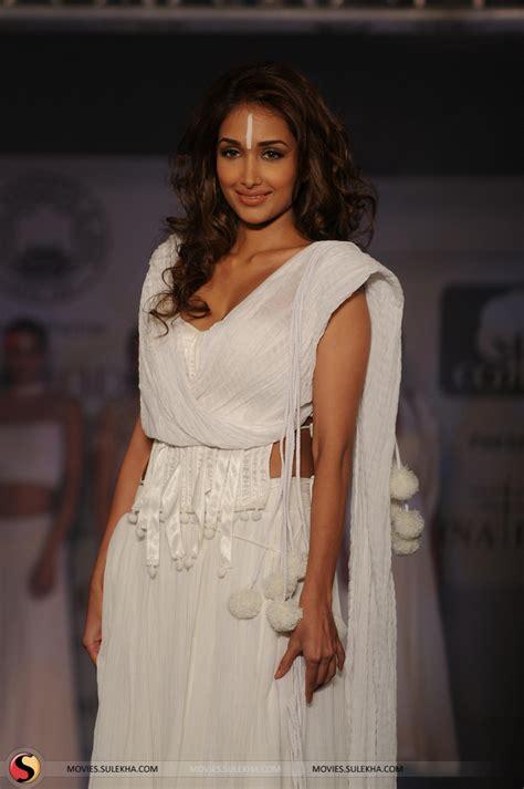 Shiny Fashion Tv The Style Council Is Back by Jiah Khan Cotton Council Fashion Show In Mumbai 16