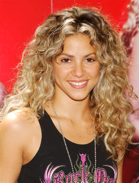 is shakiras hair naturally curly pictures celebrities with curly hair shakira natural