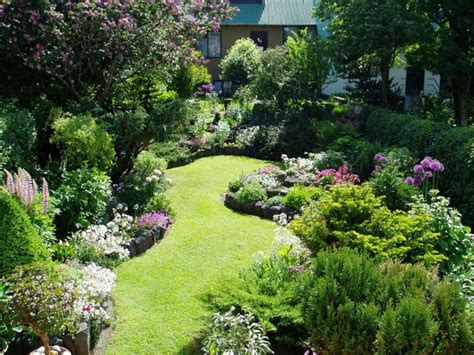 Landscaping Ideas For Gardens Small Garden Ideas Corner
