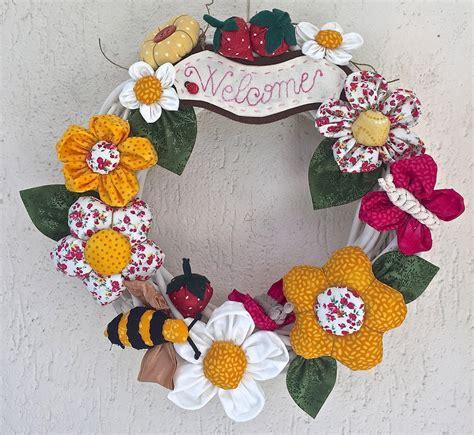 ghirlande fiori ghirlanda in legno sbiancato con fiori farfalle e api