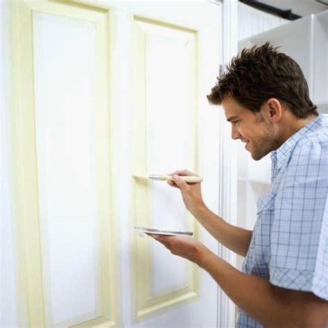 verniciare una porta verniciatura porte come verniciare verniciatura porte