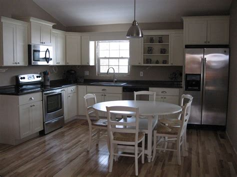 Kitchen Cabinets Bloomington Il by Shaker Two Tone Cabinets Midwestern Kitchen Ideas